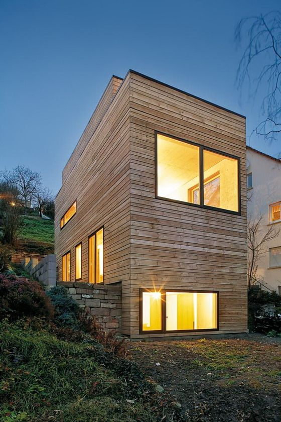 Wohnhaus in stuttgart narrow house love pinterest for Holzhaus moderne architektur