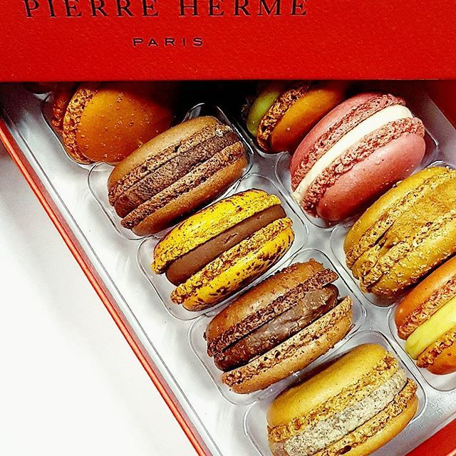 Une seule question à l'ouverture de cette merveilleuse boîte : lequel je dévore en premier 😋 ! #frenchtouch