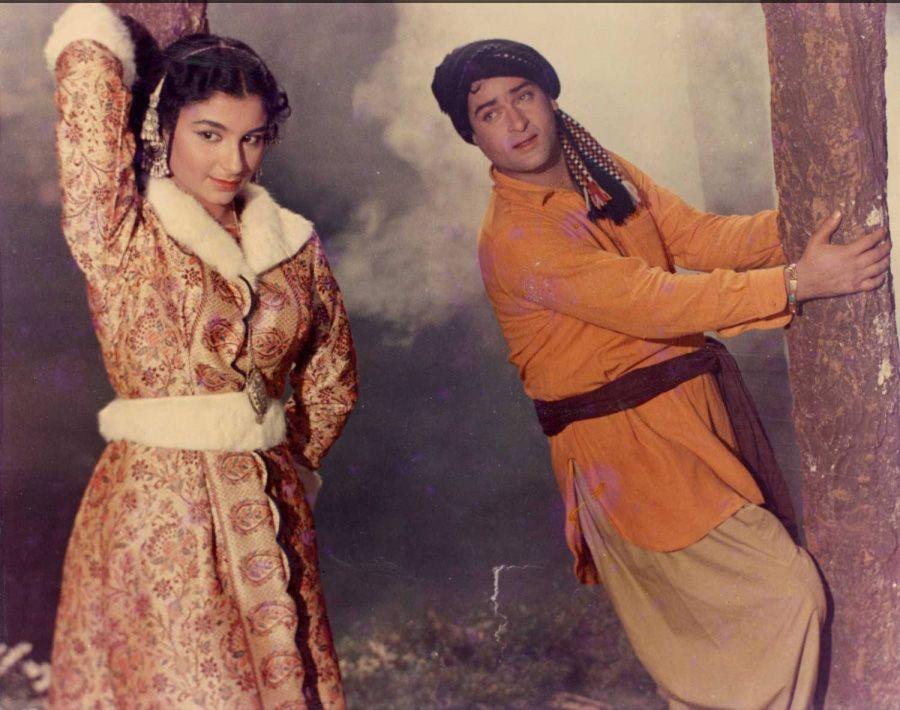 SharmilaTagore #ShammiKapoor in Kashmir Ki Kali | Shammi kapoor, Vintage  bollywood, Bollywood actors