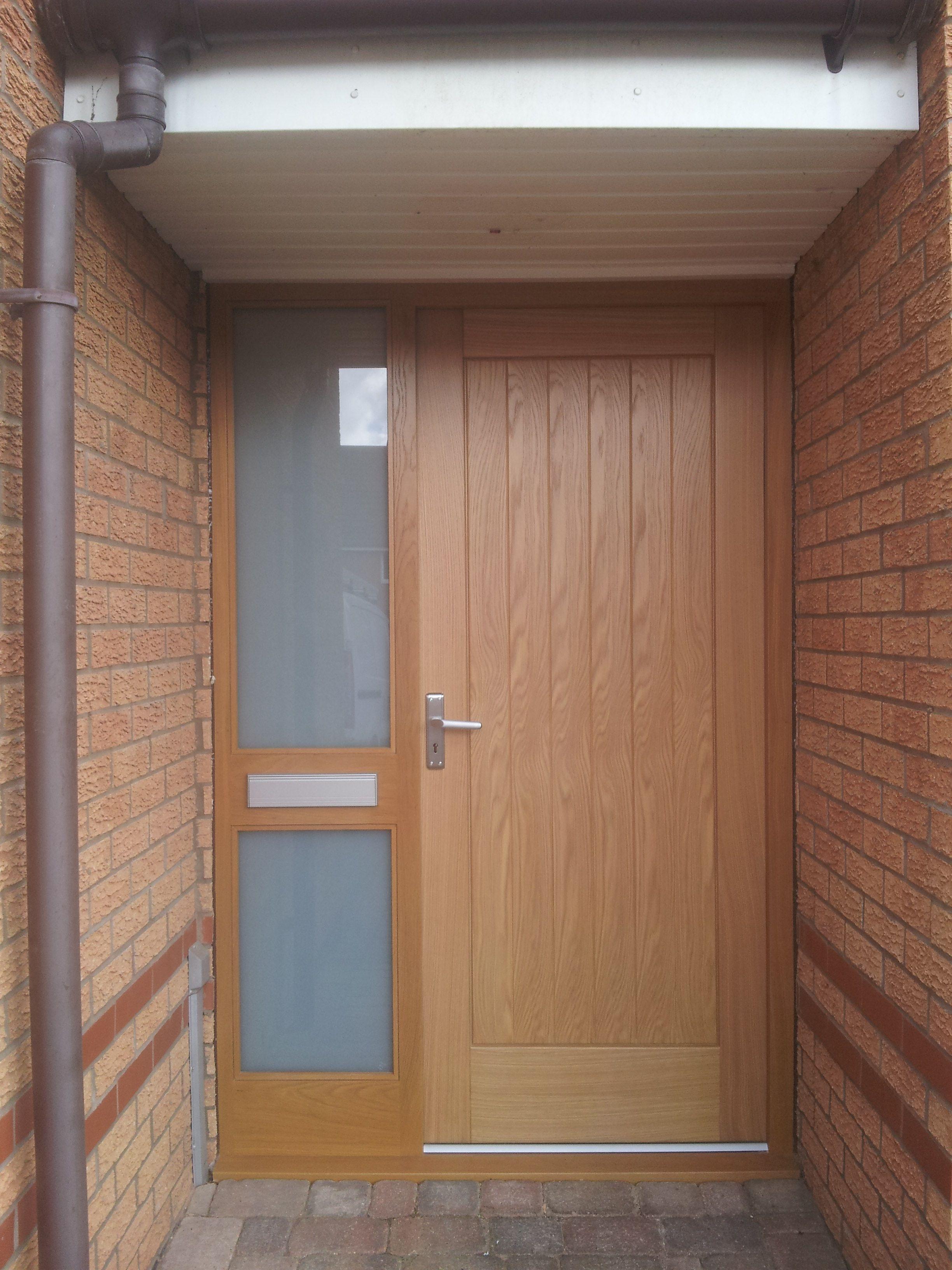 Oak Entrance With Satin Glazed Side Panel And Satin Finish