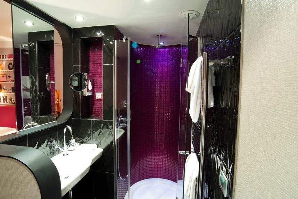 épinglé Sur L Envie Room 213 Rue Croix Nivert Paris 01 55 76 55 55