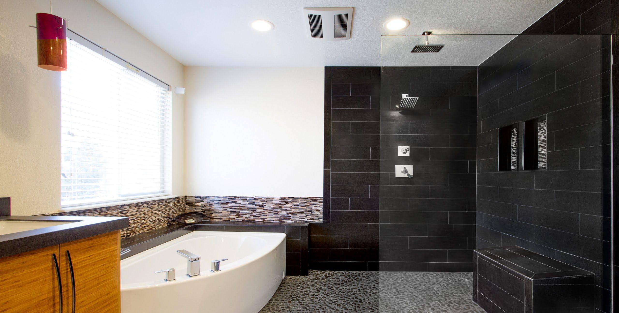 Badideen mit weißen fliesen garden tub and walkin shower  true form building  collaboration