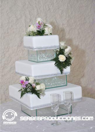 Pastel de bodas de tres pisos decoraci n de boda blanco for Decoracion piso blanco