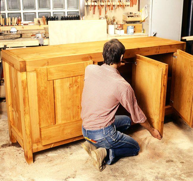 Comment fabriquer un meuble de rangement en bois?
