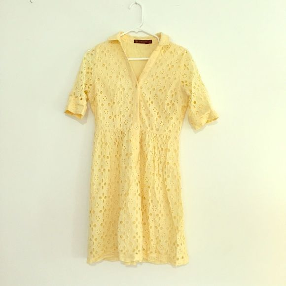 Pretty sunshine Dress!! Soft yellow dress perfect for a spring date! I paired this dress with a skinny black belt and black heels for more of a dinner look! The dress is in good condition! Size s. This dress was purchased from The Limited! The Limited Dresses Midi