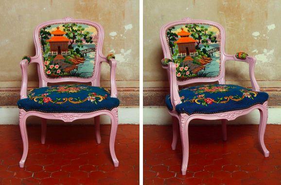 Un fauteuil retapissé au canevas: une idée originale et rafraîchissante.