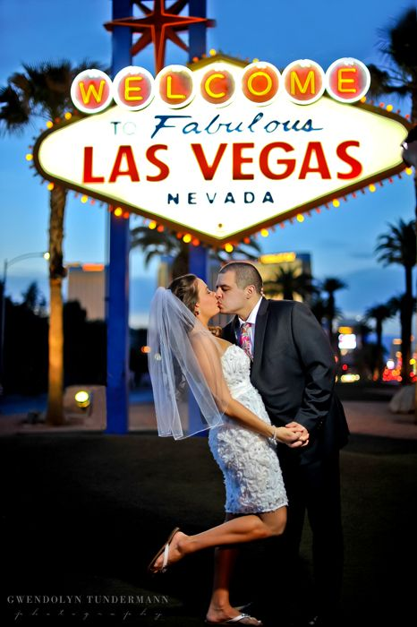 Pin By Gwendolyncorso On Wedding Photos Vegas Wedding Photos Las Vegas Wedding Photos Las Vegas Weddings