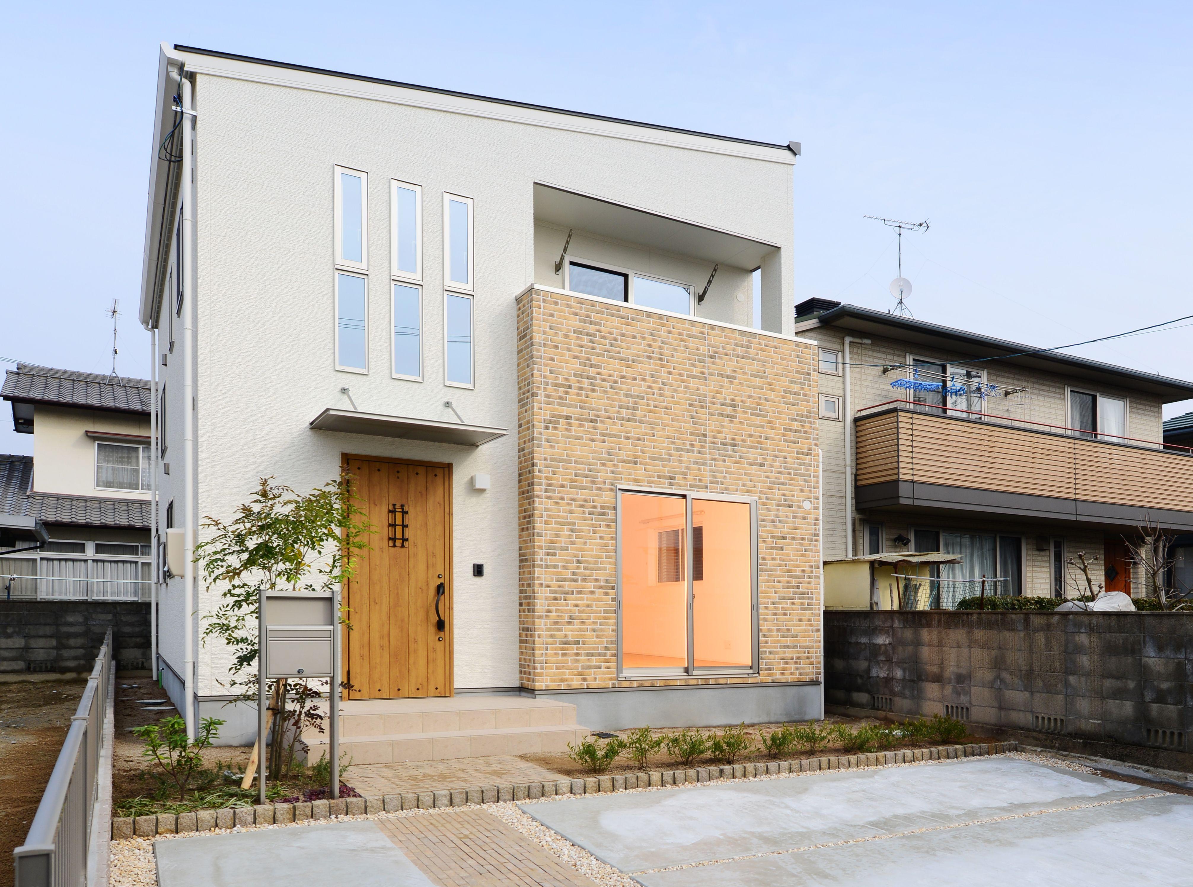 レンガ調の外壁がアクセントとなったかわいらしい印象のお家です