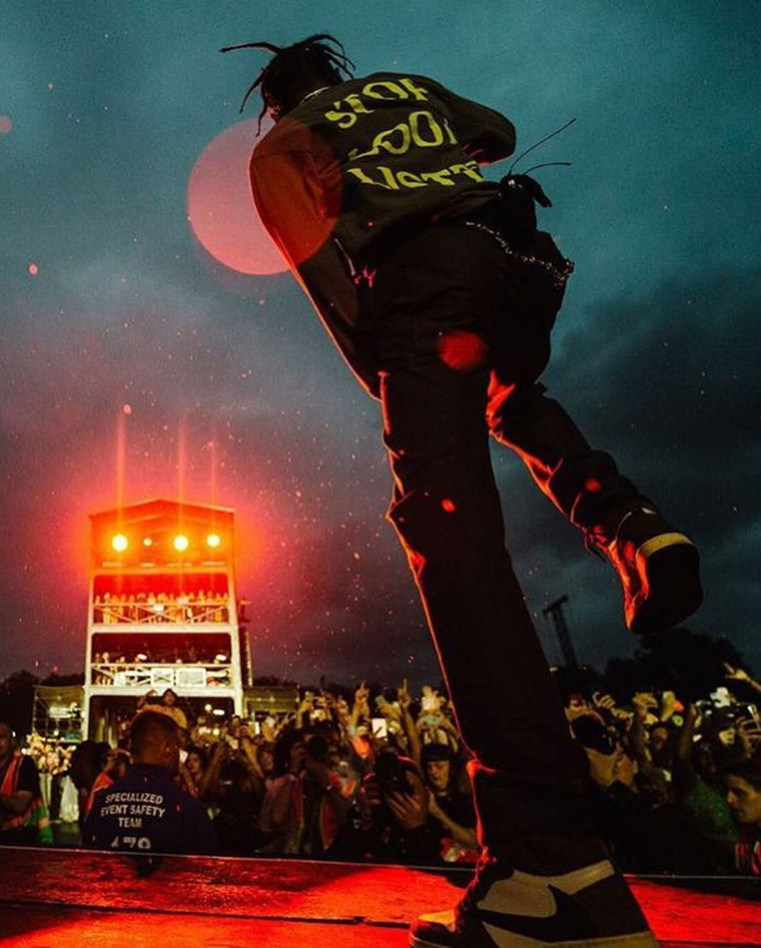 Travis Scott On Instagram Travisscott At Wirelessfestival In London Travis Scott On Insta In 2020 Travis Scott Wallpapers Travis Scott Art Travis Scott Background