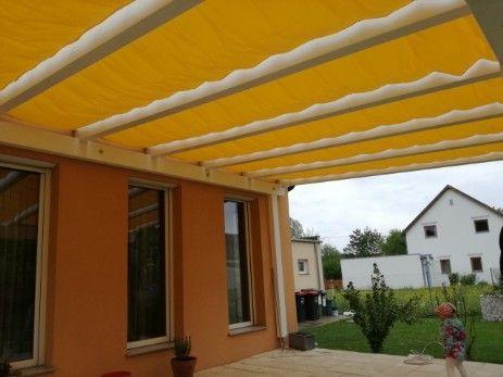 Sonnenschutz Seilzug Terrasse In Farbe Gelb Ausgefahren Garten