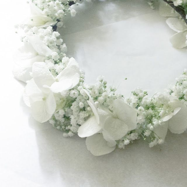 couronne de fleurs gypsophile et hortensias floral crown hydrangea and baby breath www. Black Bedroom Furniture Sets. Home Design Ideas