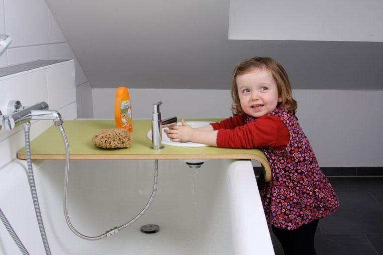 Kinderwaschtisch Bei Brettgeschichten Kinder Badezimmer Babybaden Kinder Badezimmer Ideen