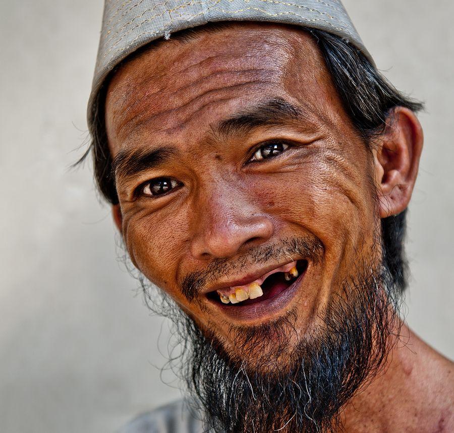 no teeth, big smile