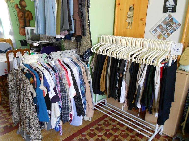 inzamelpunt van herbruikbare kledij voor specialisatie