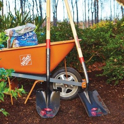 Clean Up Your Flowerbeds in 4 Simple Steps #flagstonepathway