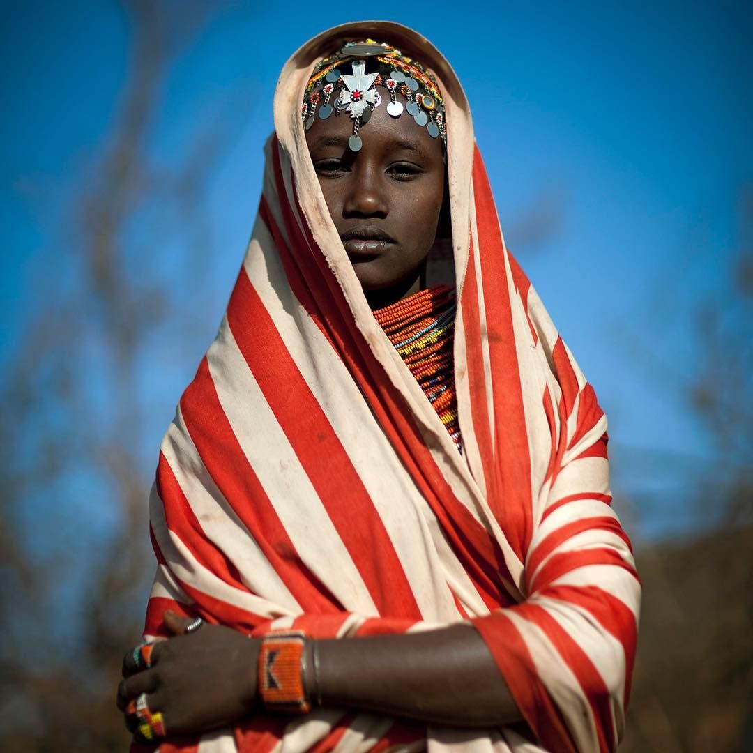 Miss Ana,  girl from #Rendille tribe #Kenya  If you wish to get a signed print of one of my pics please send me a mail at Lafforgue@mac.com  #ig_mood  #passionpassport #instaghesboro  #infinity_shotz #ig_masterpiece #fotogulumse #profile_vision  #igshotz  #ig_masterpiece #profile_vision #everydayevrywhere  #inscountries #igphotoworld  #stunning_shots  #travelawesome #travel #travelphotography #travelgram #travelphotographer #igtravel  #photooftheday #ericlafforgue #africa #desert #kenyan
