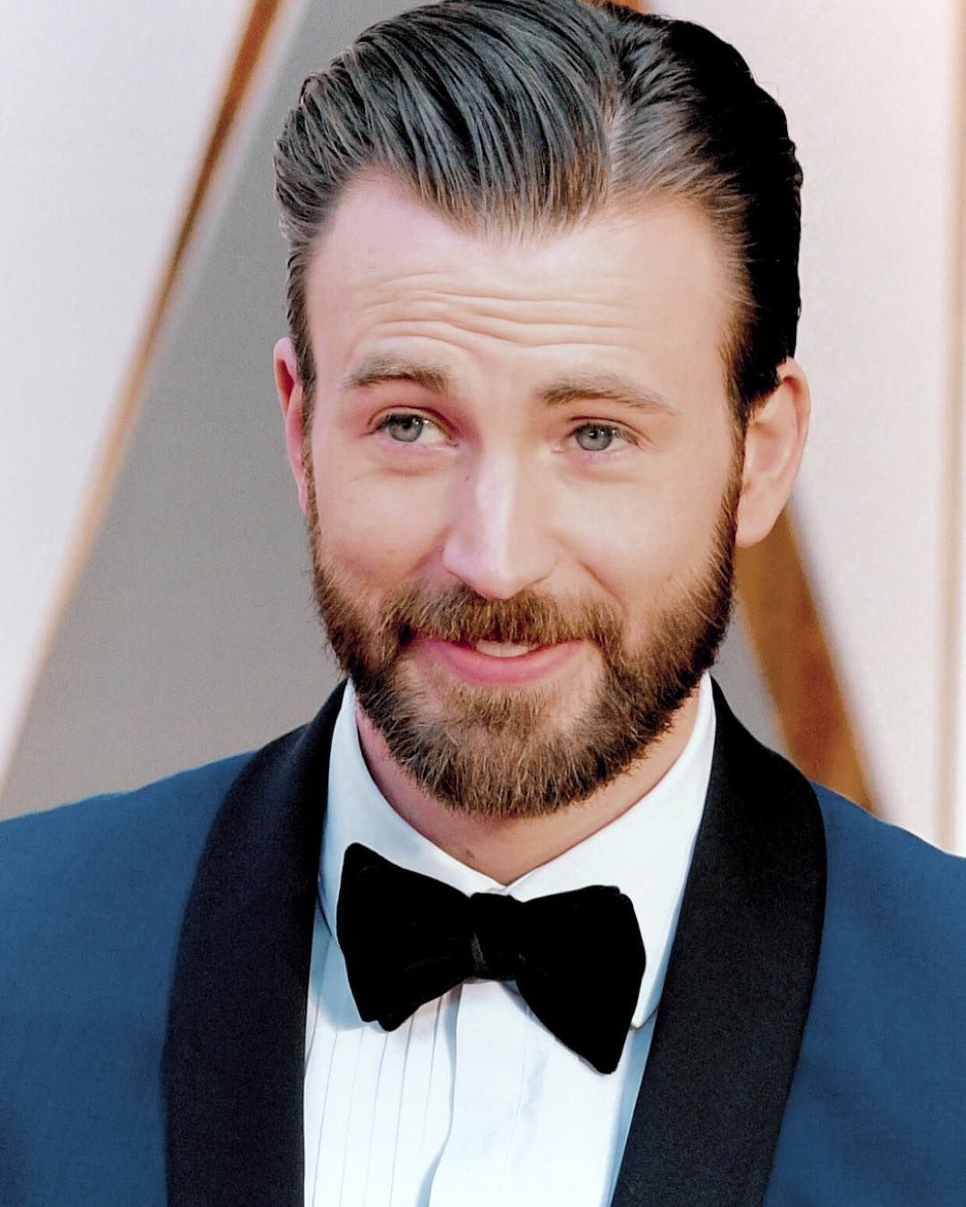 Chris evans arrives at the 89th academy awards on february