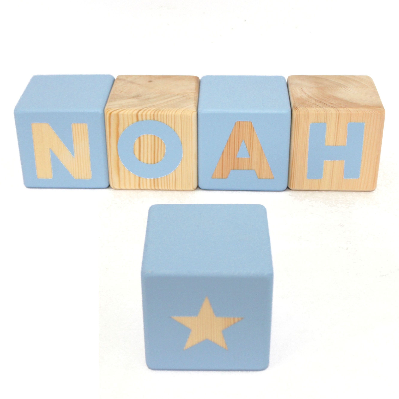 7b0d360e1222 Nombres en cubos de madera de pino de 8x8 cm personalizados (1 color ...