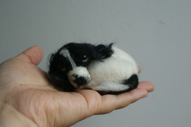 needle felted sleeping little springer spaniels brooch ,pin,doll house decoratio £20.00