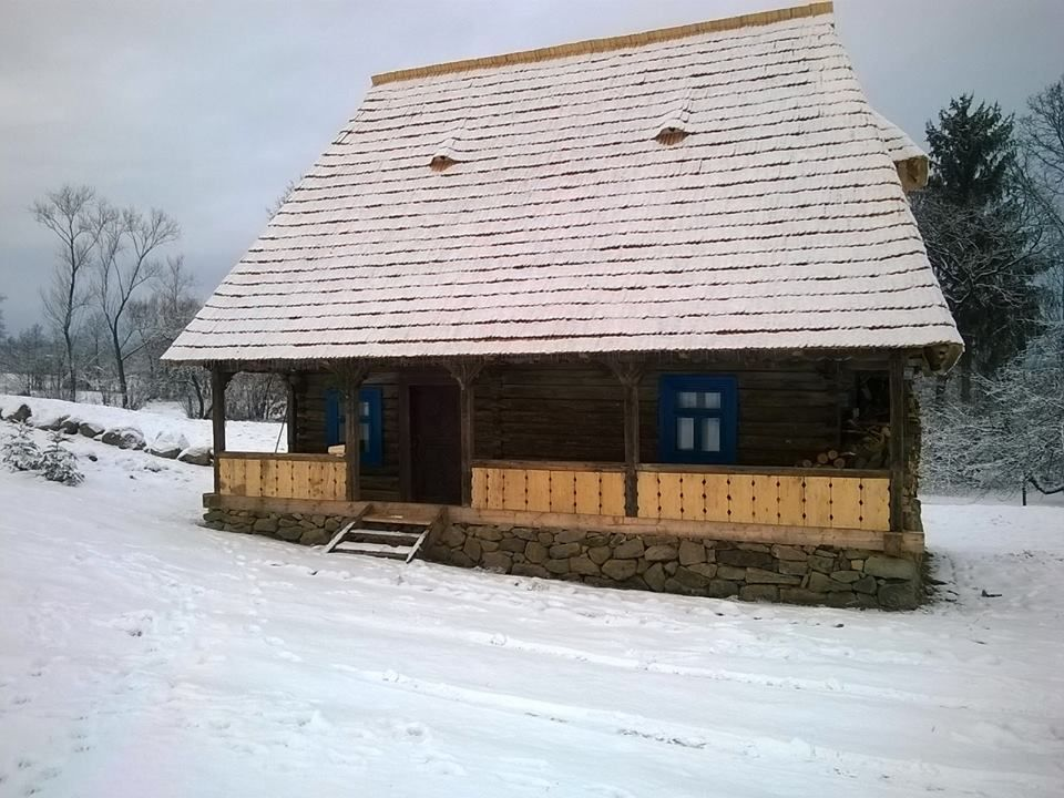 Fabrika de case casa traditionala din lemn restaurata #breb