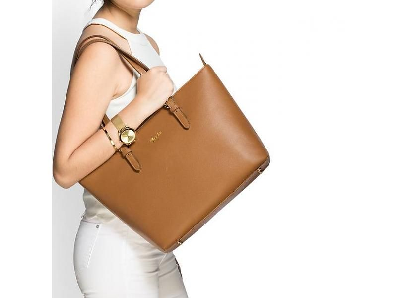 Stunning Brown leather tote!  renzocosta  totes  shopper  bags  carteras   d6ad4daa89a31