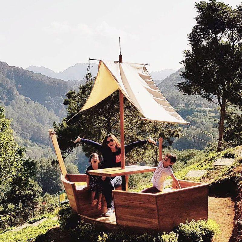 36 Restoran Dan Cafe Di Bandung Dengan Pemandangan Yang Indah Asri Dan Memesona Di 2020 Pemandangan Restoran Alam