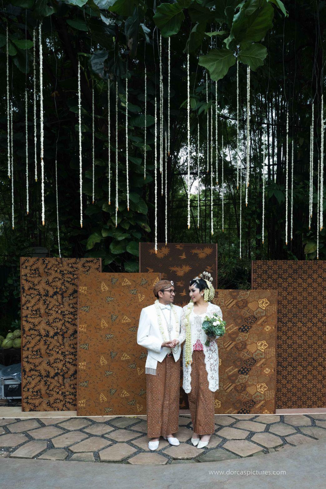 Traditional Java Wedding by Dalang Indonesia 001 Latar