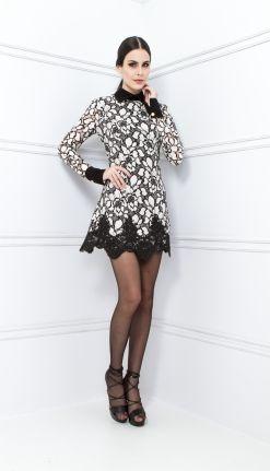 Vestido off white renda preta