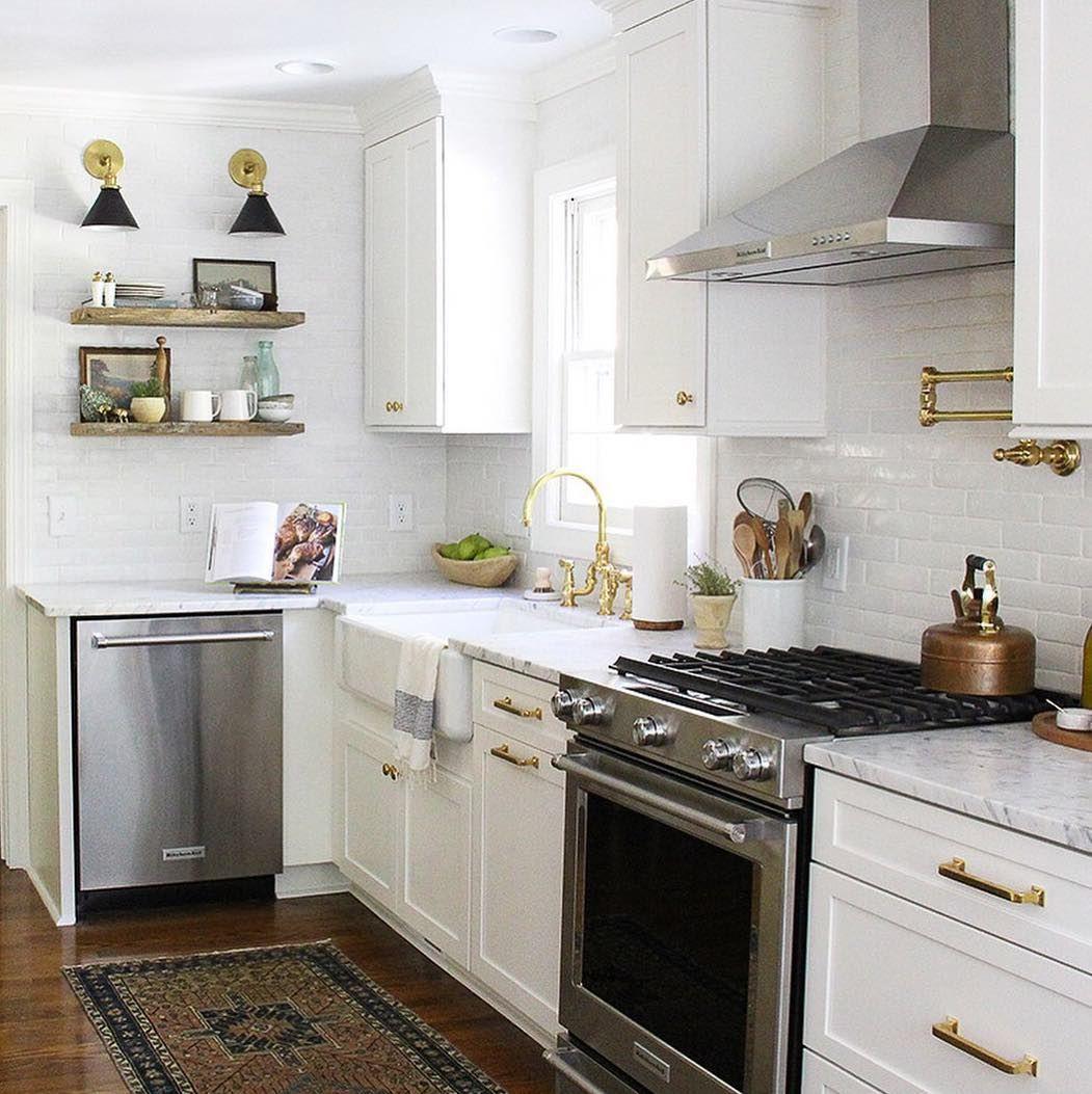 My, what a pretty kitchen (via @sstanyon) #schoolhouseliving ...