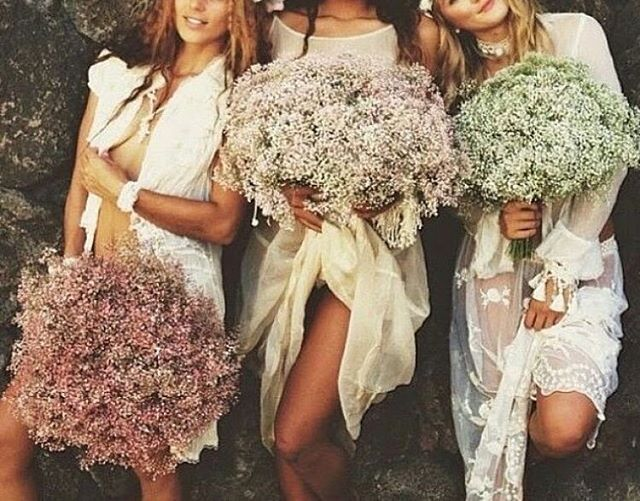 Because I don't know about you, but my Monday morning needed 3 big luscious bridesmaid bouquets!