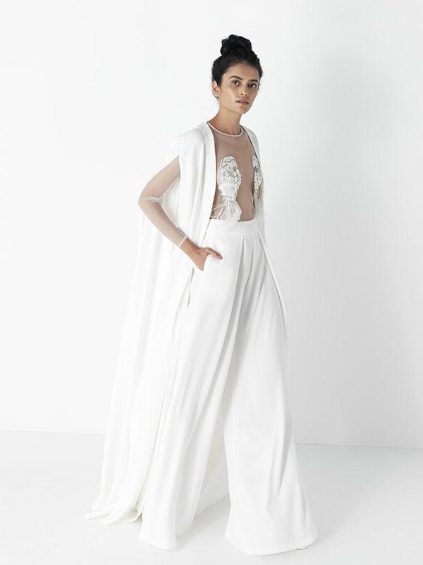 novia con pantalón y capa de mónica cordera #vestidodenovia