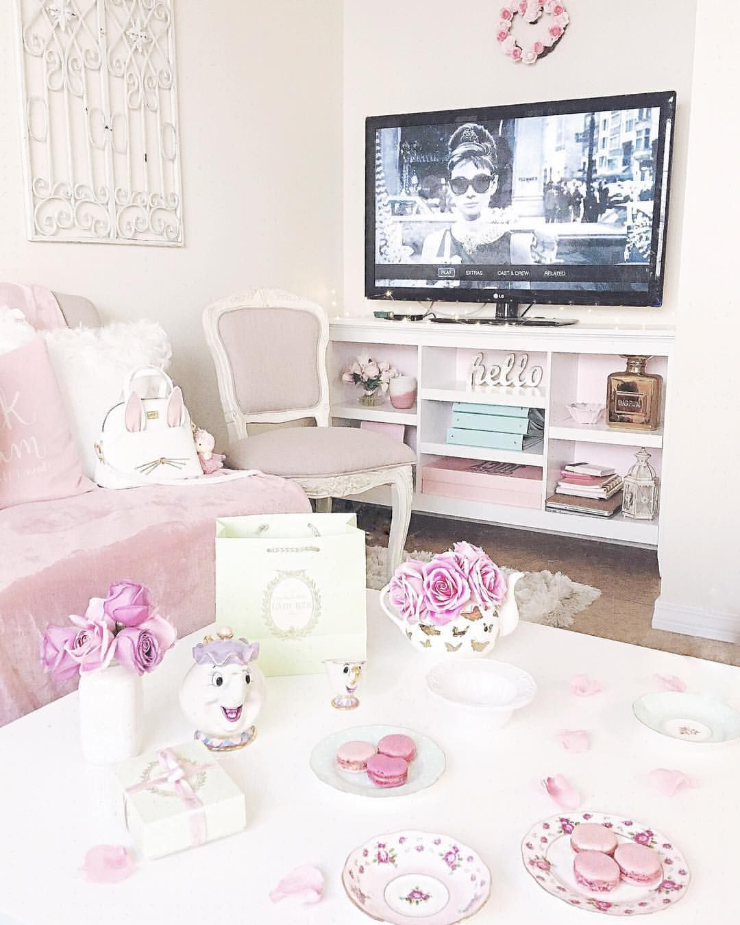 94+ Feminine Home Decor - Feminine Home Office With Black White And ...