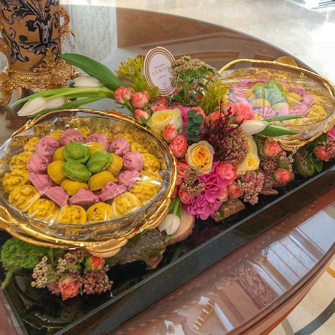 Larose Ae On Instagram أجود انواع الشوكولاة للافراح و المناسبات والضيافة العائلية بالاضافة الى تنسيق الزهور و تغ Floral Wreath Wedding Decorations Floral