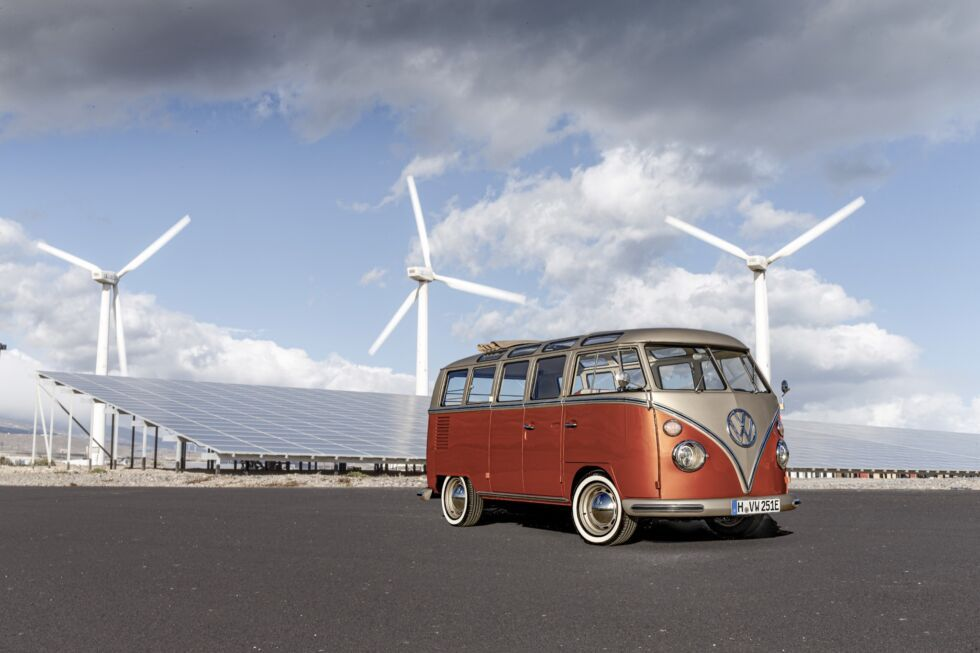 This Is The Volkswagen E Bulli An Official Electric Bus Restomod In 2020 Volkswagen Electric Cars Vw Bus