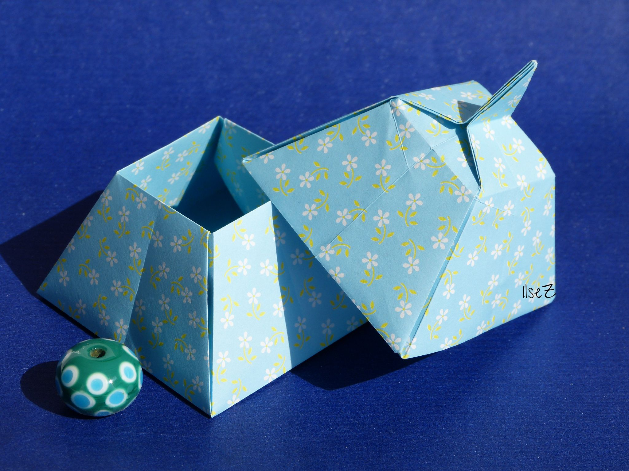 origami pyramid box by tomoko fuse [ 2048 x 1536 Pixel ]