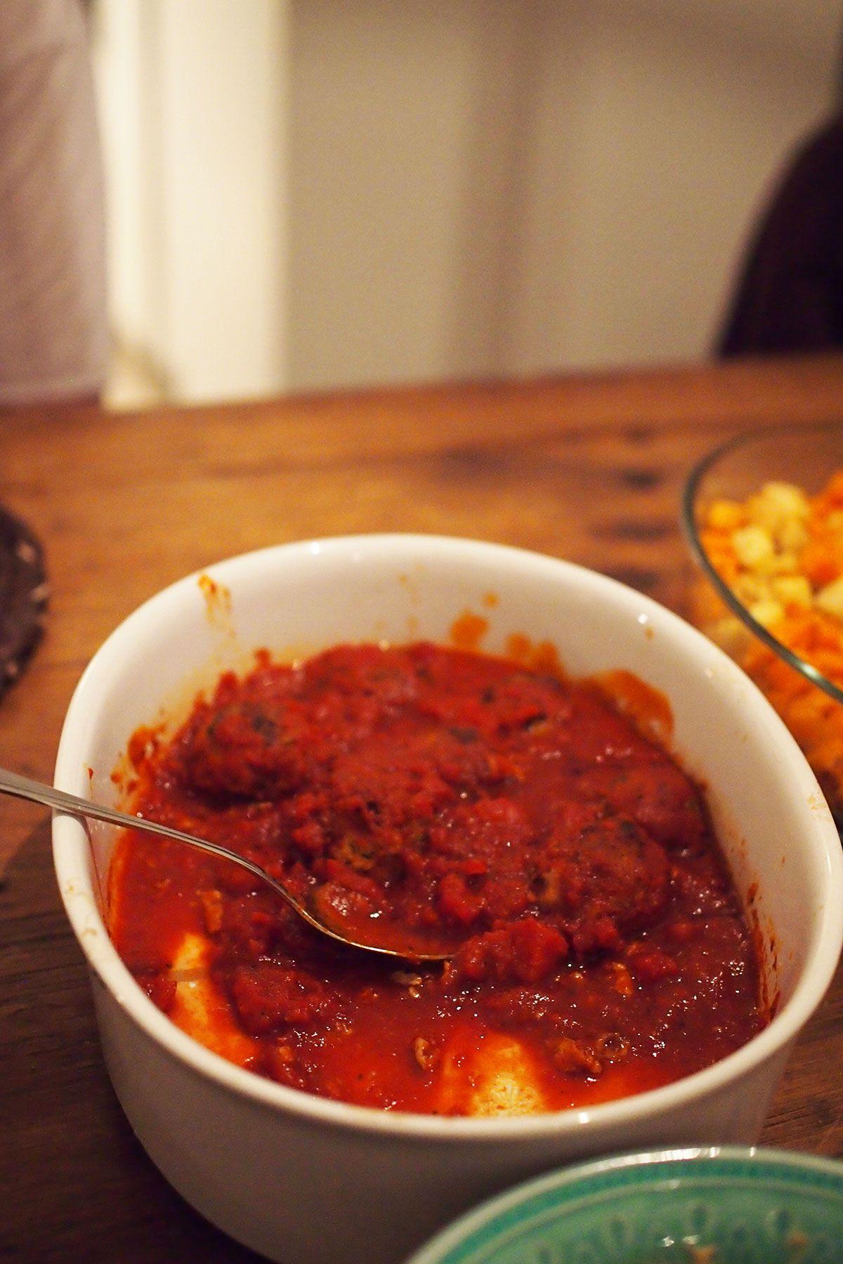 Marokkolaiset lihapullat tomaattikastikkeessa