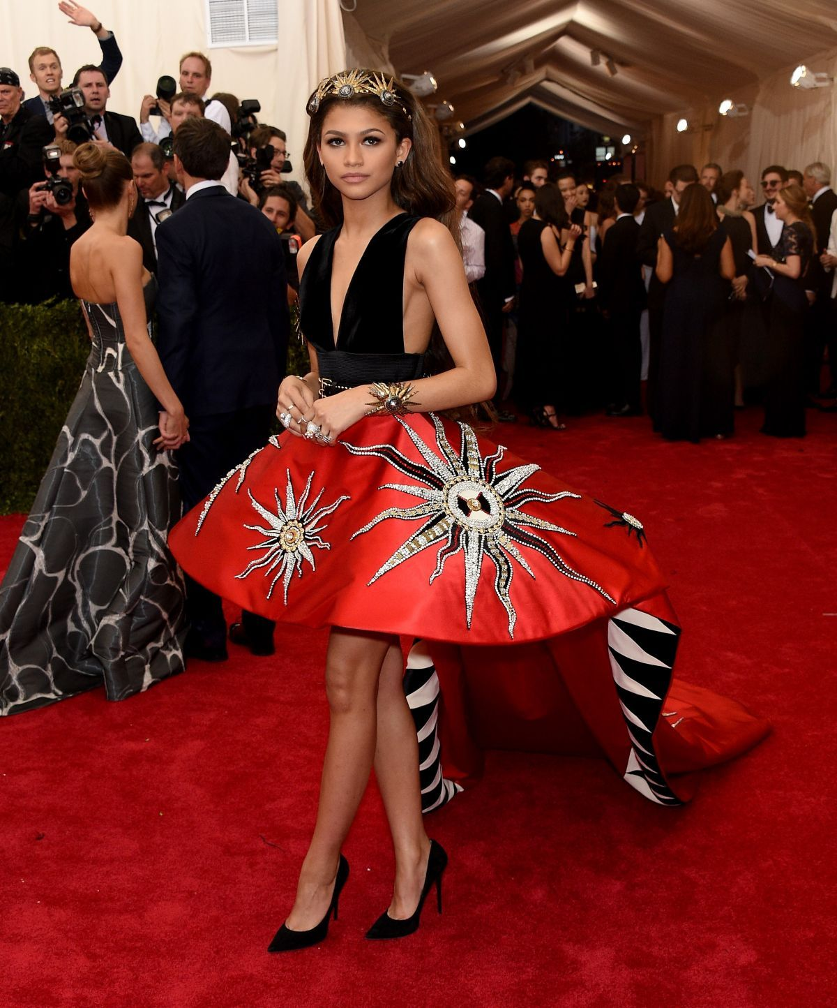 Zendaya At Met Gala 2015 In New York 9 Jpg Click Image To Close This Window Zendaya Outfits Zendaya Met Gala Zendaya Style