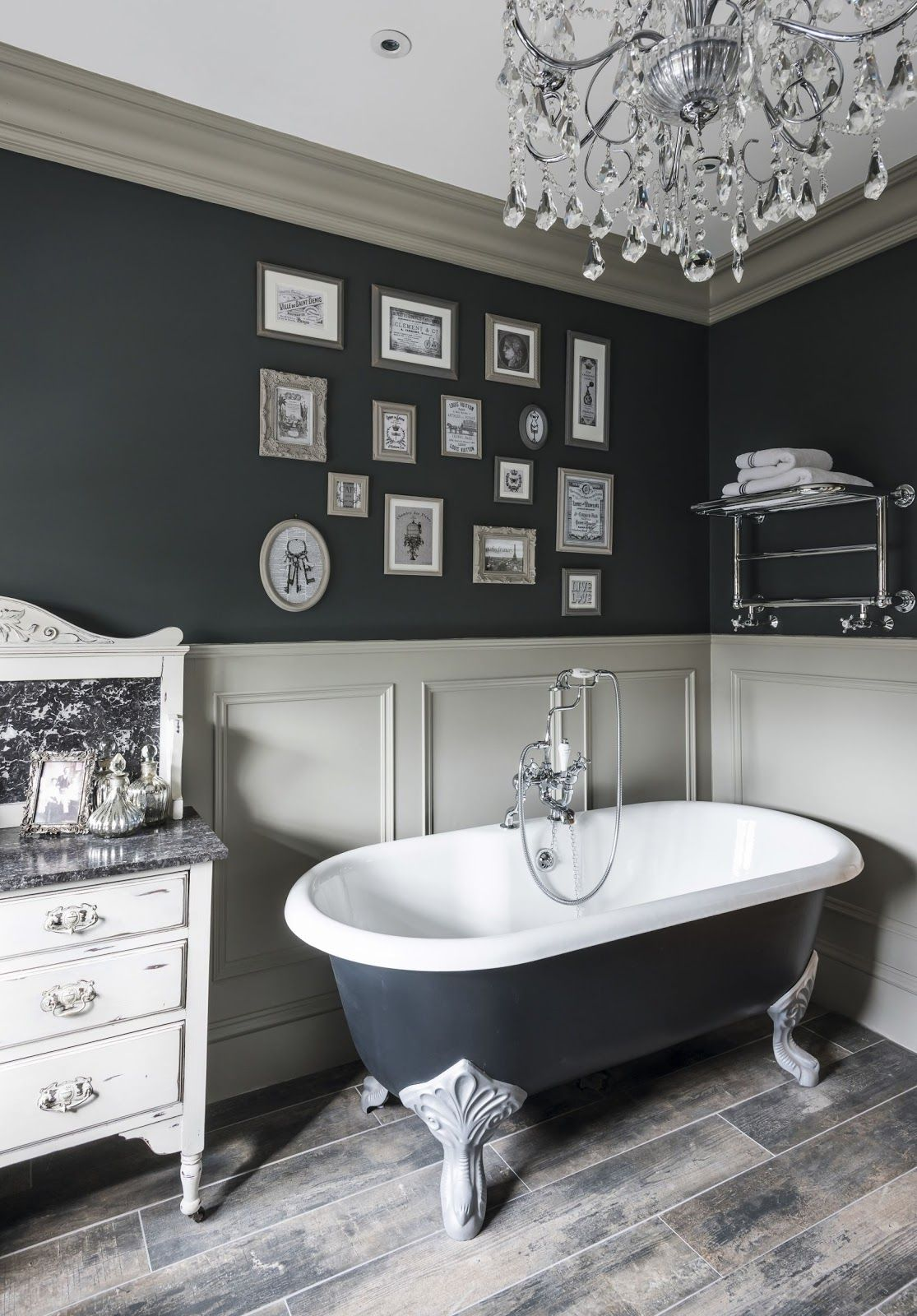 Weekend Favorites Glamorous Vintage Style Bathroom In A Victorian