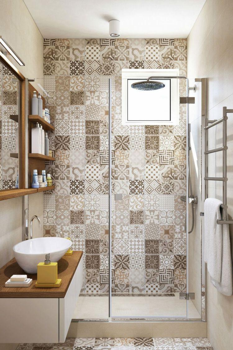 Patchwork Wandfliesen In Beige Und Brauntonen Kleines Badezimmer Umgestalten Badezimmer Renovieren Badezimmerideen