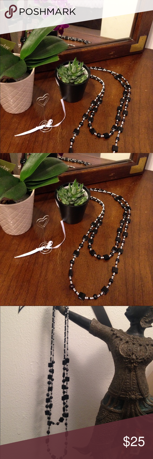 🆕 2 layers black & silver necklace Brand new 2 layers necklace made it with galss beads silver and black colors Arawak Jewelry Jewelry Necklaces