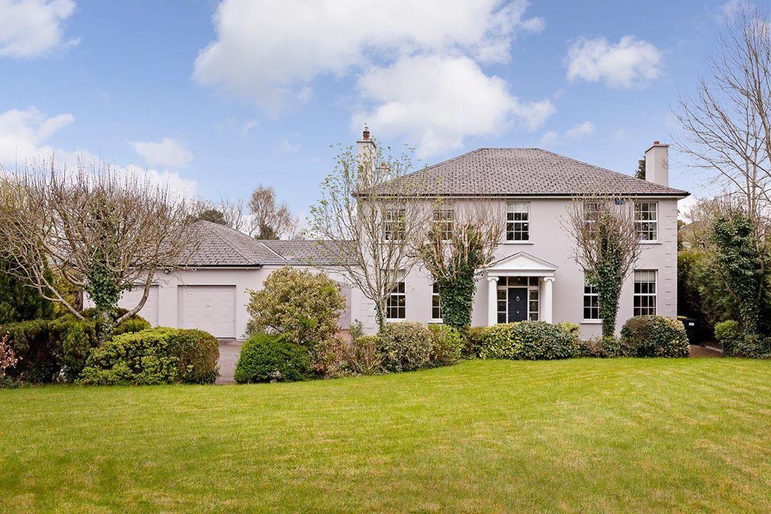 950de3703be7b464f8ef02a8f5f7ca9e - Kew Gardens Road House For Sale
