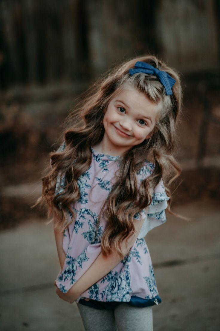 Little girl hairstyles. Bow from @Lanayandco top from @fancylittlefox - Kids Fashion - #bow #fancylittlefox #Fashion #Girl #hairstyles #kids #Lanayandco #Top #girlhairstyles