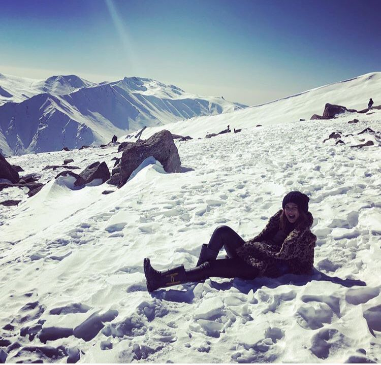 Jennifer Winget Vacation Pictures From Winter Wonderland Kashmir Are No Less Than A Dream Hungryboo Jennifer Winget Jennifer Jennifer Winget Beyhadh