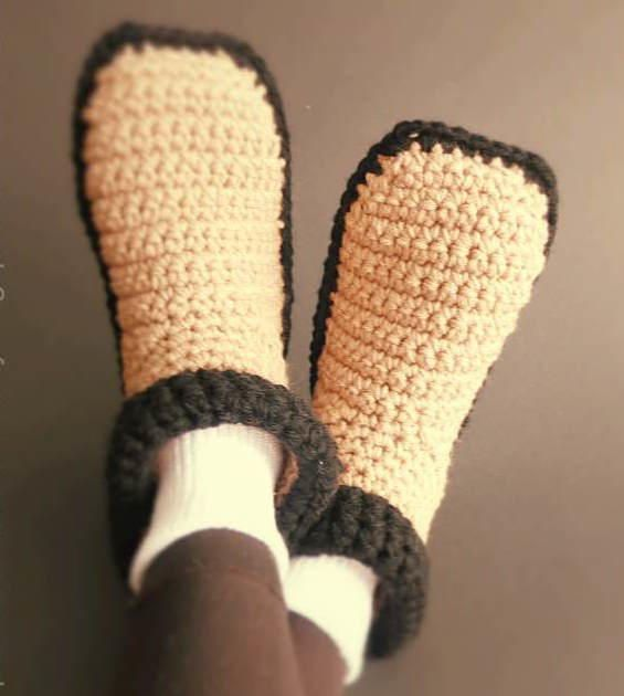 Easy Crocheted Adult Slippers   Free crochet, Crochet and Cozy