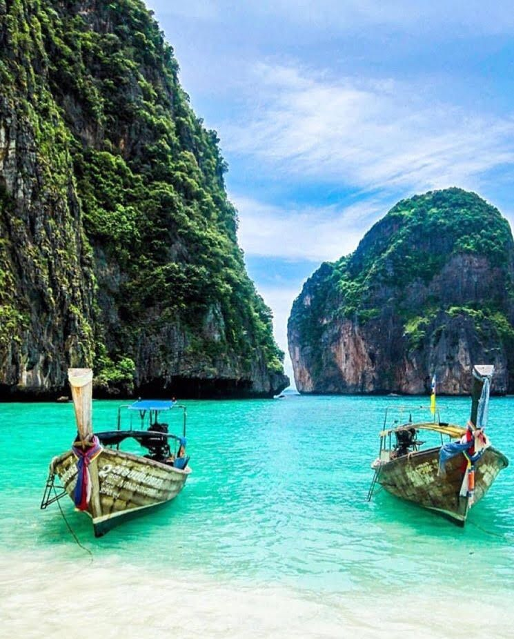 Phi Phi Beach: Phi Phi Islands, Thailand #jabiroo #tailormadetravel