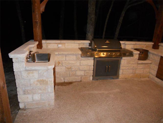 outdoor kitchen : Austin stone veneer | Covered outdoor ...