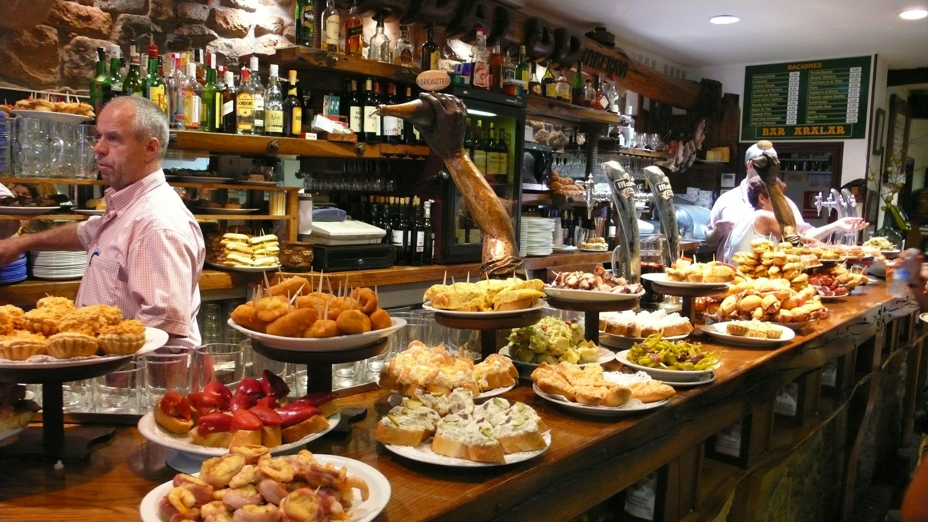 Gastronomie Les Tapas Une Origine Etonnante Aux Gouts Du Jour Cuisine Espagnole Traditionnelle Tapas Espagnoles Ou Manger A Barcelone