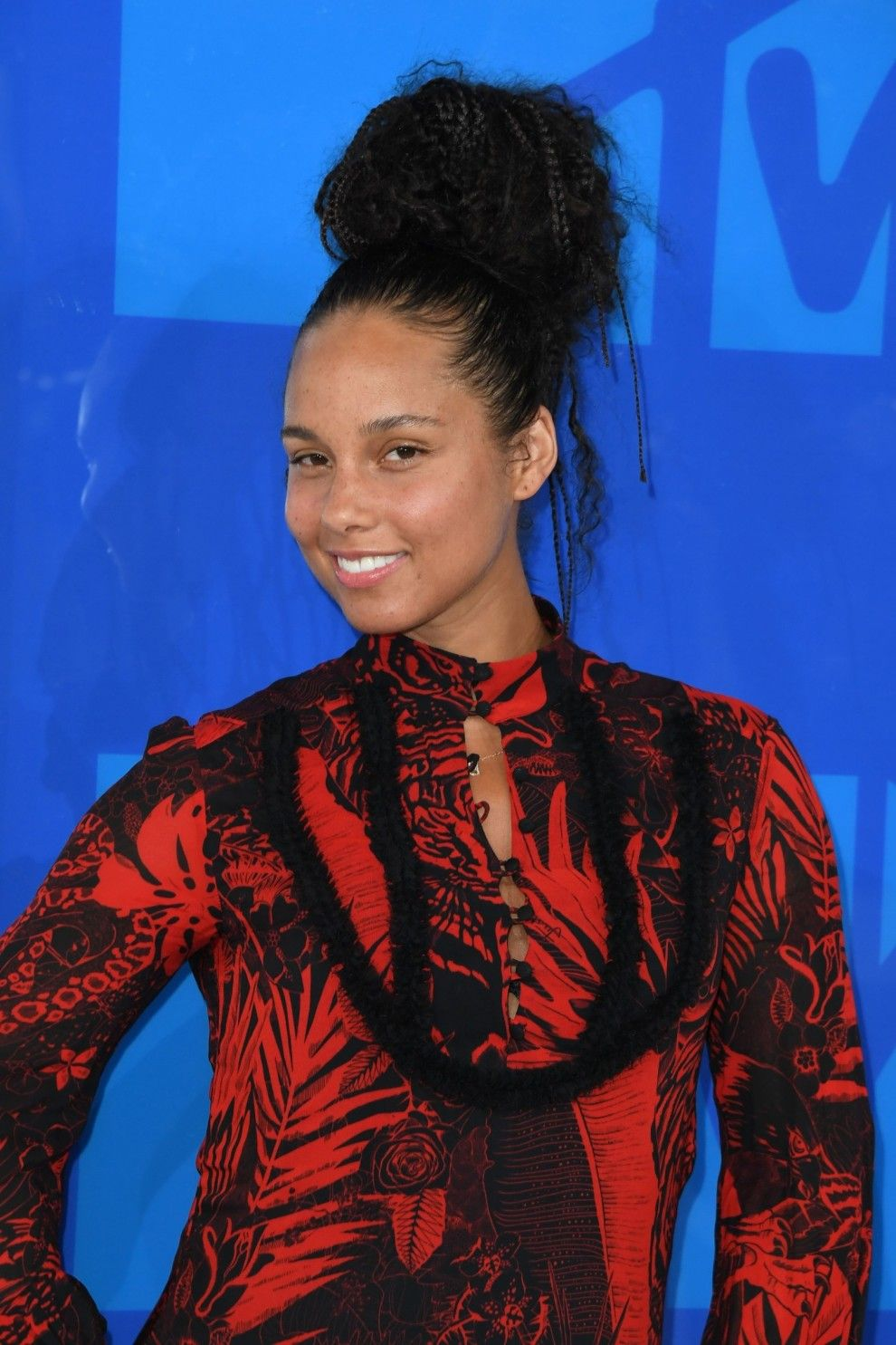 14 Celebrities Who Didn T Wear Makeup To The Vmas And Aren T Alicia Keys Mtv Videos Mtv Video Music Award Alicia Keys