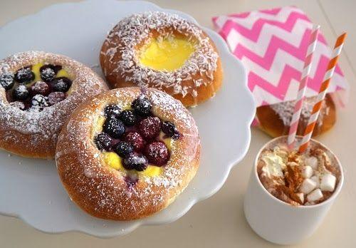 Lizas mat og opplevelser: Boller med vaniljekrem og friske bær