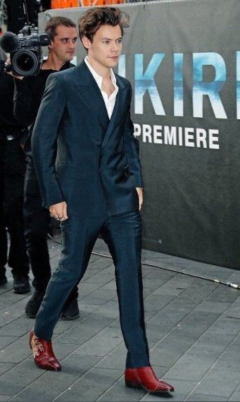 08156531ae52fa Look at him all movie star and stuff. Liam Payne, Harry Styles Dunkirk  Premiere, Boys ...